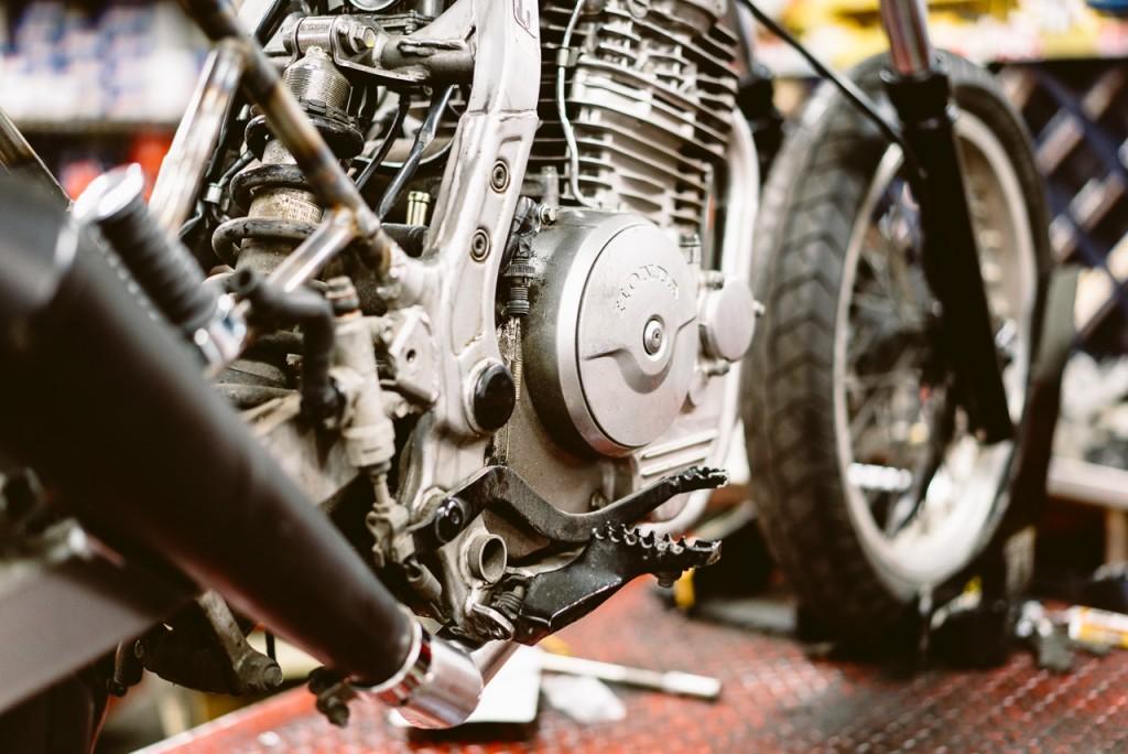 Gros plan moteur Dominator - Atelier Mécaservices92